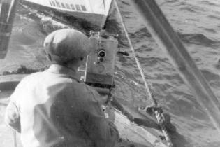 Erwin Piscator bei den Dreharbeiten am Schwarzen Meer (1932)